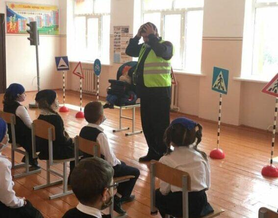 Тренинг по безопасности дорожного движения для учащихся начальных классов прошел в поселке Долинский Чеченской Республики