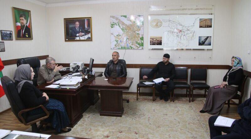 В Министерстве автомобильных дорог Чеченской Республики обсудили ход работ на объектах 2021 года